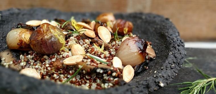 קינואה צבעונית וחגיגית עם בצל מקורמל, פטריות ושקדים ברוטב לימוני