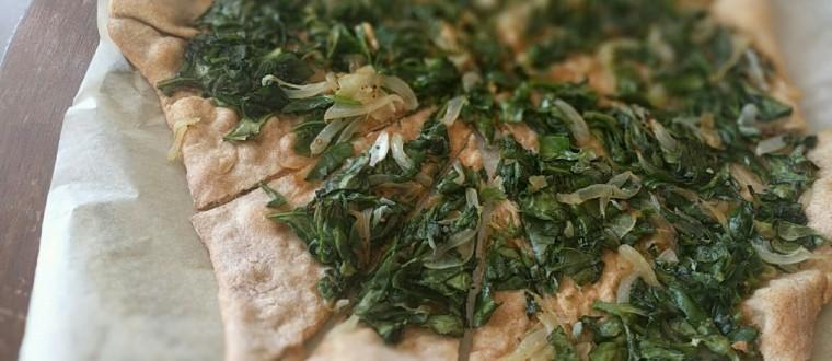 לבשל בריא זה פיצת כוסמין עם תרד מהגינה