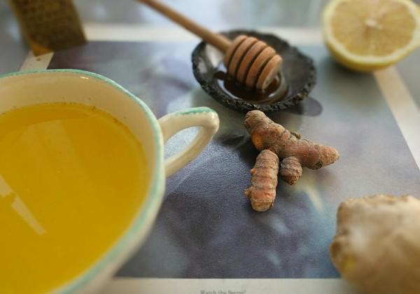 ג׳ינג׳ר דבש,לימון וכורכום – טעים גם בלי שחולים